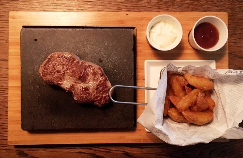 Steak auf Lavastein